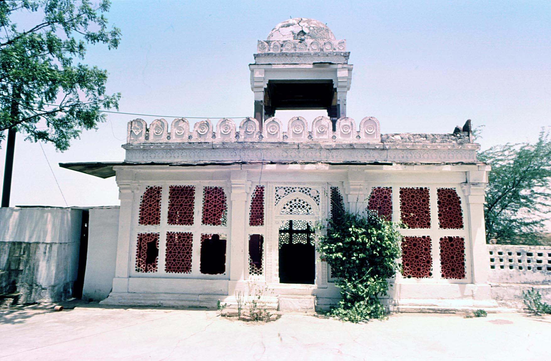 Dholpur,_Bibi_Zarrina%27s_tomb,_looking_east